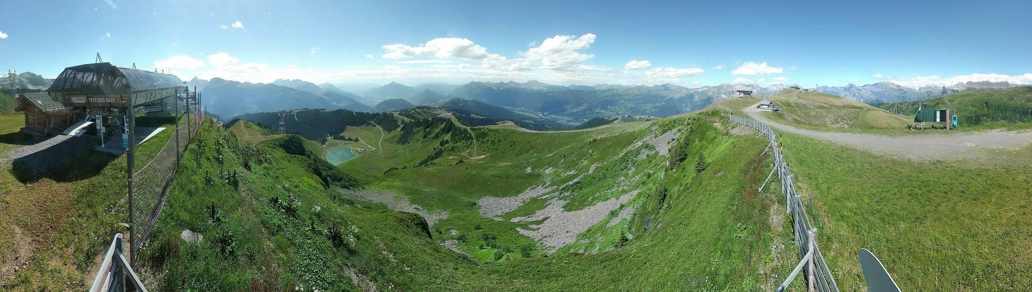 les-Carroz-ski-station des-saix